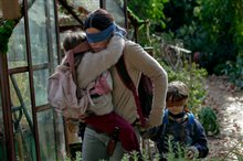Bird Box (Netflix) Photo 2