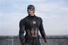 Captain America: Civil War Photo 35