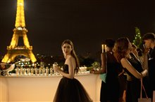 Emily in Paris (Netflix) Photo 5