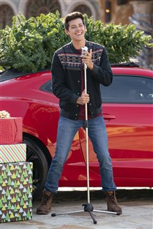 High School Musical: The Musical - The Holiday Special (Disney+) Photo 24