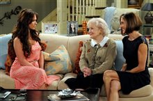 Hot in Cleveland: Season Two Photo 3