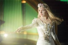 Oz The Great and Powerful Photo 23