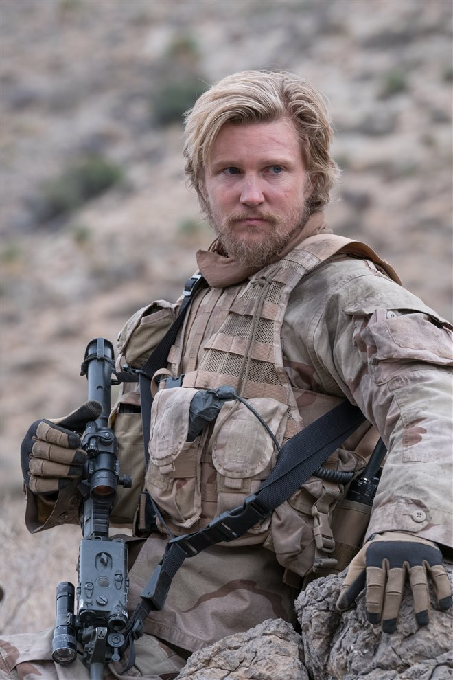 12 Strong Photo 40 - Large