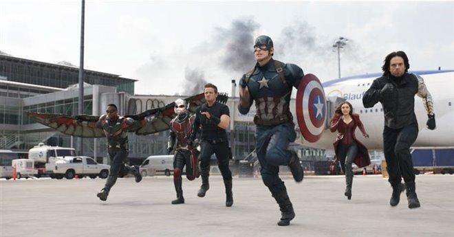 Captain America: Civil War Photo 12 - Large