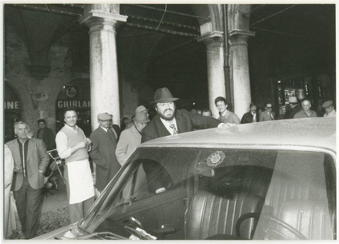 Pavarotti Photo 1 - Large