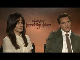 Elizabeth Reaser & Peter Facinelli (The Twilight Saga: Breaking Dawn - Part 1) - Interview Video Thumbnail