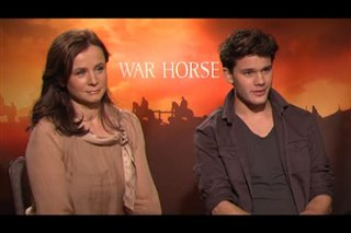 emily-watson-jeremy-irvine-war-horse Video Thumbnail